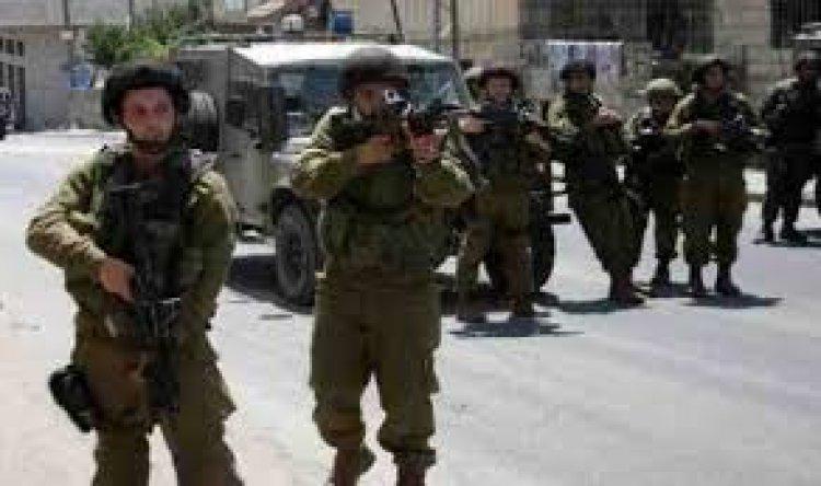 اعتقالات- الاحتلال يصيب عددا من العمال بالرصاص الحي جنوب طولكرم